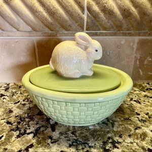 Hallmark Easter Bunny Ceramic Covered Candy Dish